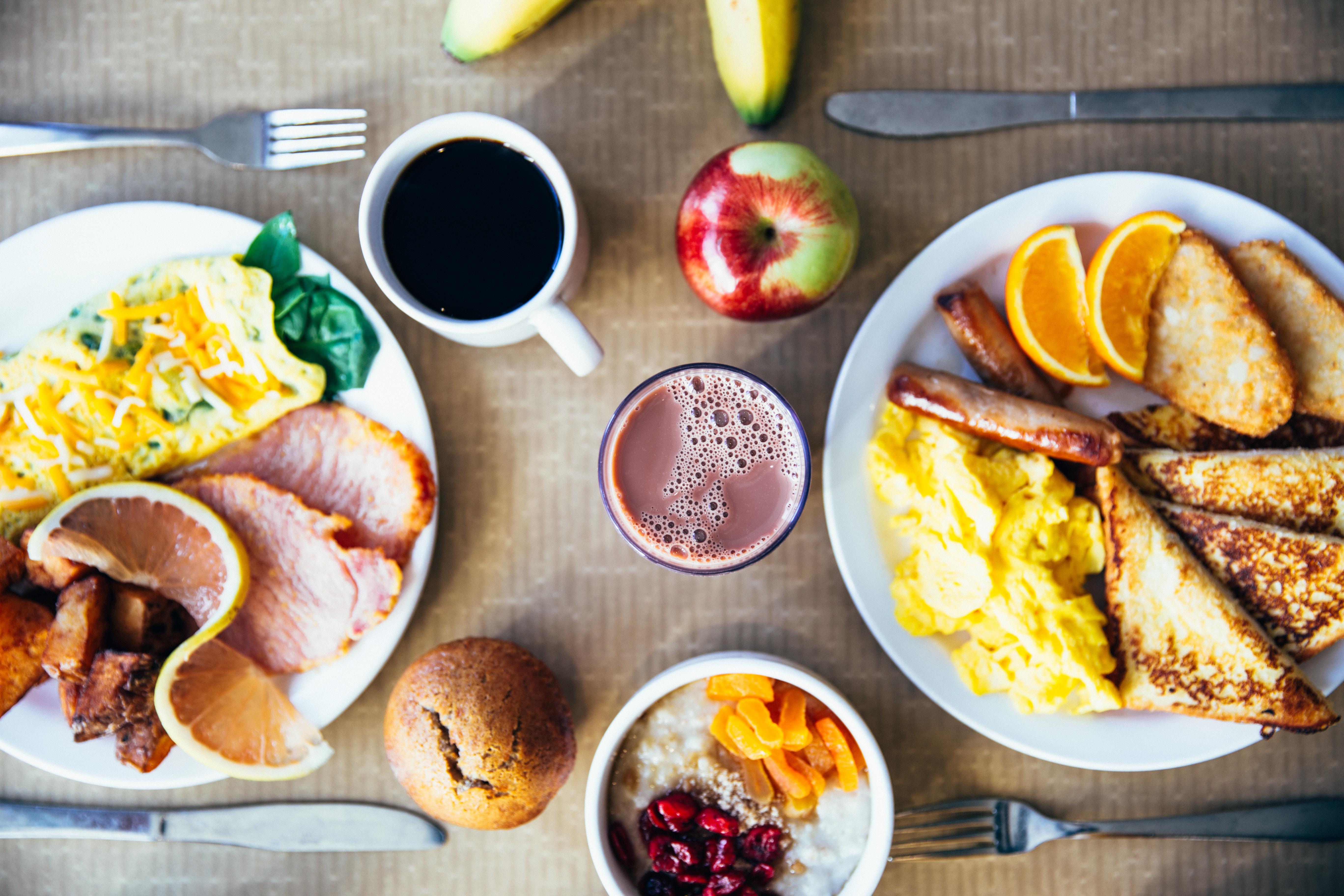 Kaffekopp på frukostbordet